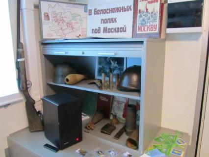 В белоснежных полях под Москвой