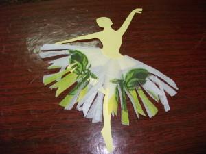 вот такая снежинка= балеринка поселилась у нас в библиотеке